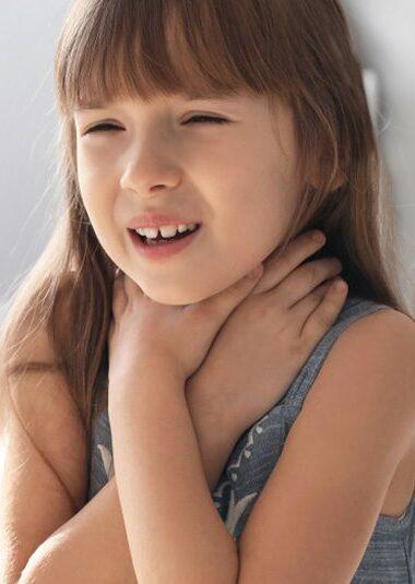 Keelpijn door kortademigheid bij huisstofmijtallergie